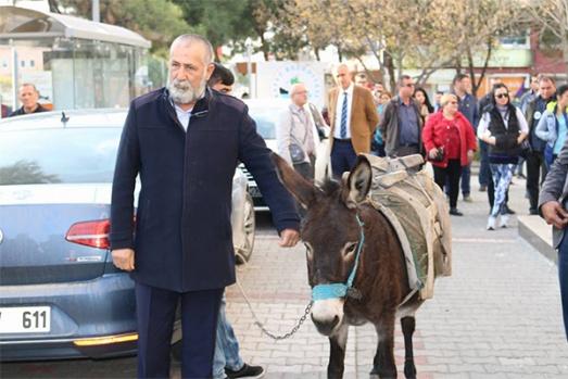 Kepez'de 'Eşekli' protesto yürüyüşü