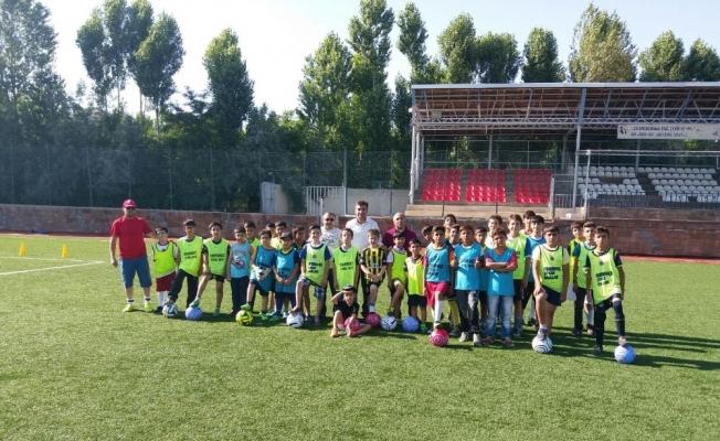 Ahlat'ta futbol kursu ilgi görüyor