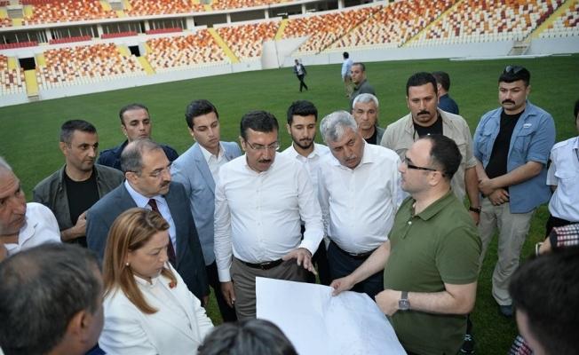 Bakan Tüfenkci, Cumhurbaşkanı Erdoğan'ın açılışını yapacağı statta incelemelerde bulundu