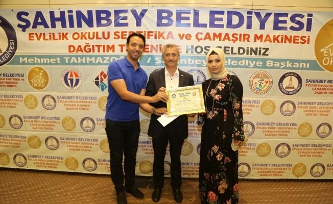 Evlilik okuluna katılan 90 çift daha sertifikalarını aldı