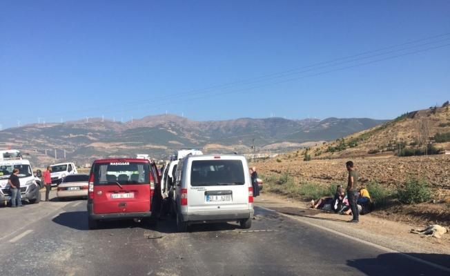 Gaziantep'te 5 araç birbirine girdi: 15 yaralı