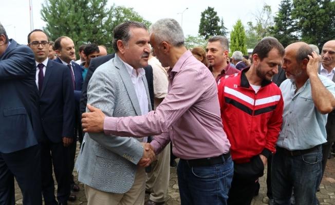Gençlik ve Spor Bakanı Osman Aşkın Bak, tulum eşliğinde horon oynadı