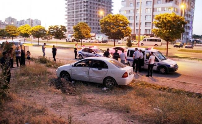 Kaldırımda yürürken otomobil çarptı: 1 ölü, 1 yaralı
