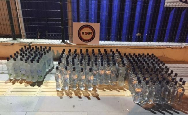 Mersin'de bir araçta 204 şişe sahte içki ele geçirildi