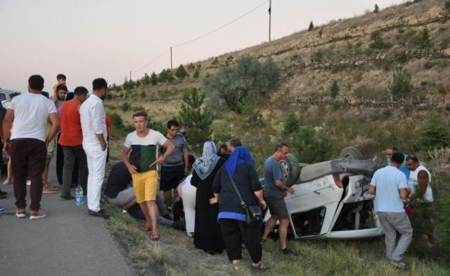 Ticari araç ile çarpışan otomobil şarampole yuvarlandı: 5 yaralı