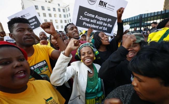 Güney Afrika Devlet Başkanı Zuma, güvensizlik oylamasından geçti