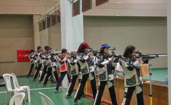 Havalı silahlar 2. grup yarışları Mersin'de başladı