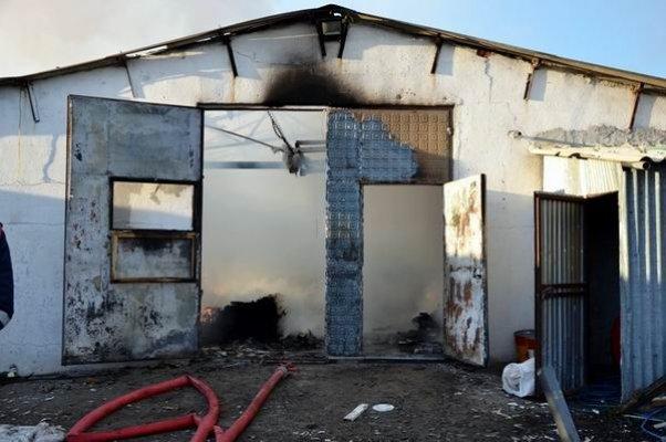 Abajur üreten bir fabrikada yangın