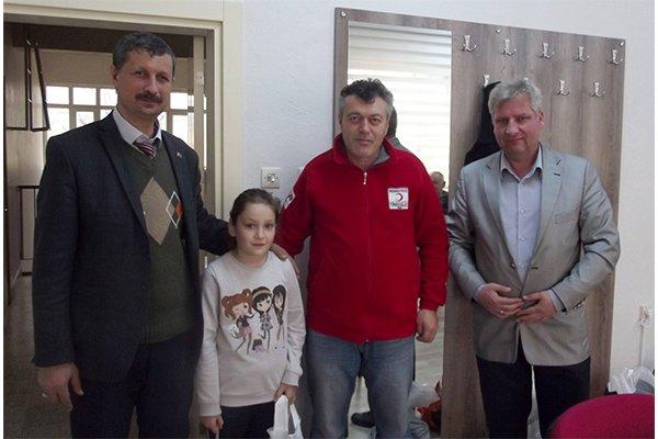 Türk Kızılay'ından öğrencilere karne hediyesi