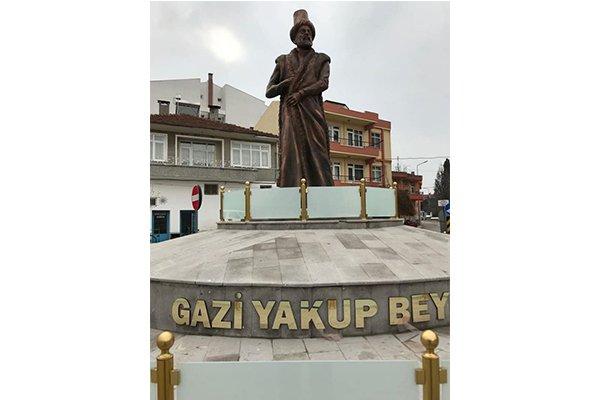 Çardak meydanına Gazi Yakup Bey heykeli