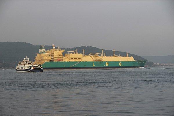 'Lng Port Harcourt II' adlı doğalgaz tankeri Çanakkale Boğazı'ndan geçti