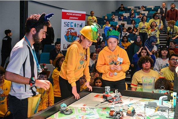 Plevne Orta Okulu robotik takımı dereceye girdi