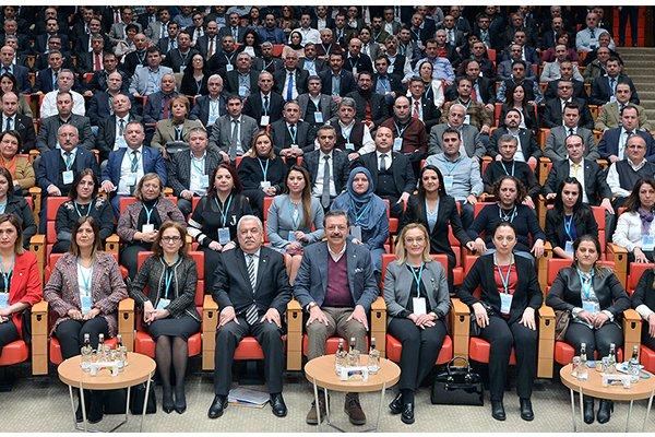 Sandal Ankara'daydı