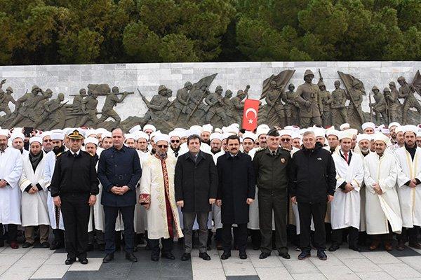 Şehitler Abidesi'nde Mehmetçiğe destek