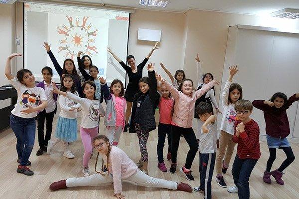 Çocuklarla dans serüvenini paylaştı