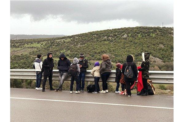 Deniz diye baraj kenarına bırakılan 13 göçmen yakalandı