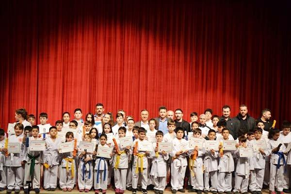 Karateciler Kemer Yükseltti