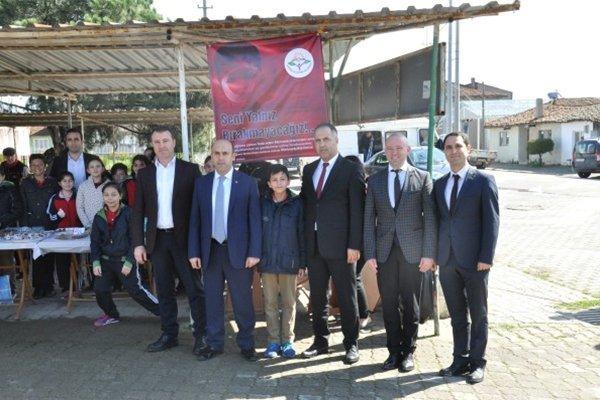 Öğrenciler, Mehmetçik Vakfı yararına kermes düzenledi