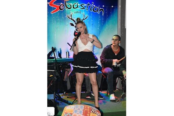 Burcu Pazar Akşamları Sebastian'da Sahne Alıyor