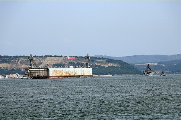 Askeri havuz Çanakkale Boğazı'ndan geçti