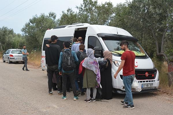 Ayvacık'ta 20 kaçak göçmen yakalandı