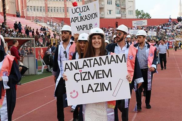 ÇOMÜ'de 9 bin öğrenci mezun oldu