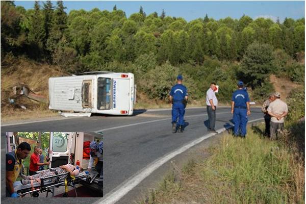 Bayramiç'te minibüs devrildi: 12 yaralı