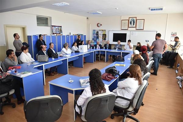 Başkan Gökhan okulları dolaşıyor