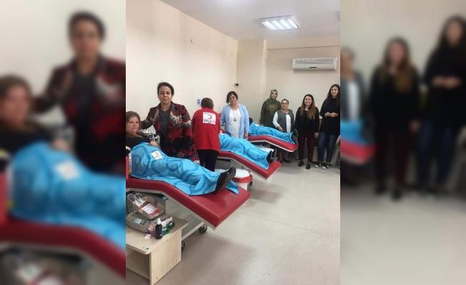 AK Partili kadınlardan kan bağışı