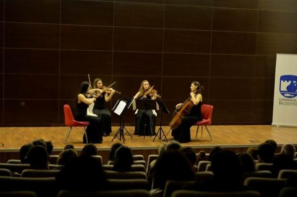 Çanakkalelilere müzik ziyafeti yaşattı