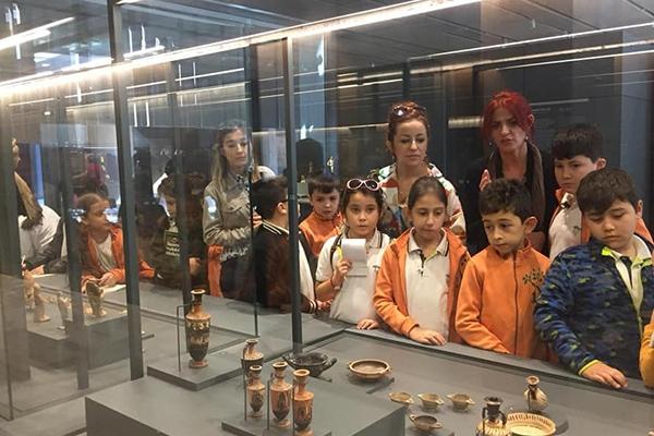 Doğa Koleji öğrencileri Troya Müzesi'nde