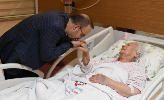 Turan'dan hastalara ziyaret