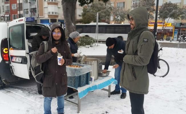 Belediyeden sıcak çorba ikramı