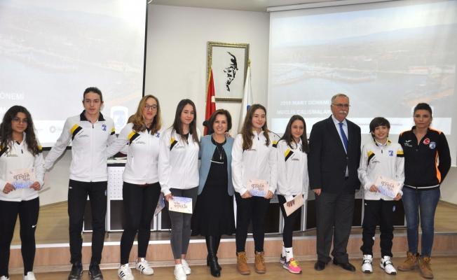 Başkan Gökhan sporcuları ödüllendirdi