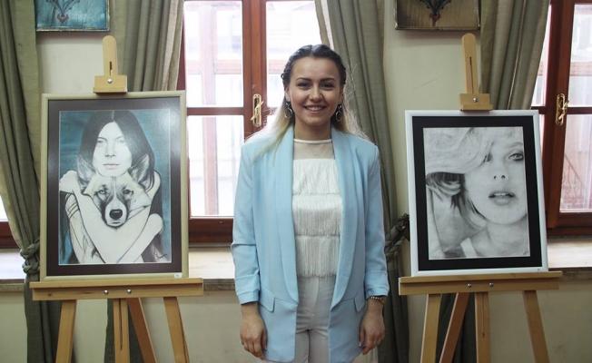 Kandemir'in resim sergisi açıldı