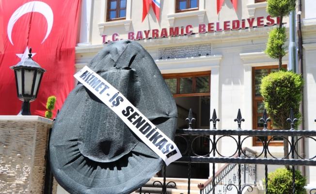 Bayramiç Belediyesi'ne siyah çelenk bırakıldı
