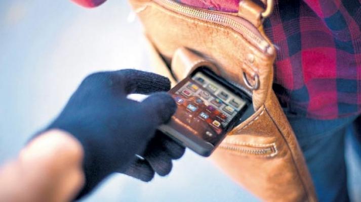 Biga'da cep telefonu hırsızlığı