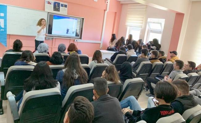 Öğrencilere meslek seçiminin önemi anlatıldı