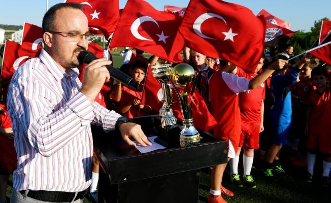 Turan, sporculara sertifikalarını dağıttı