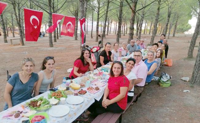 Halk oyunları ekibinden geleneksel piknik
