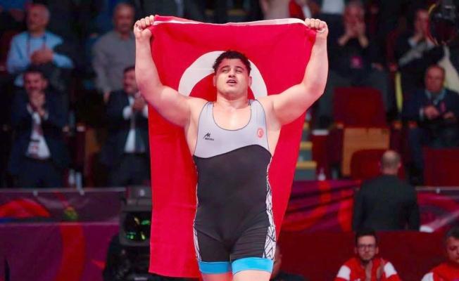 Kayaalp 4. kez dünya şampiyonu