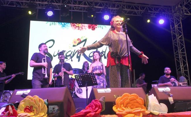 Küçükkuyu'da Suzan Kardeş konseri