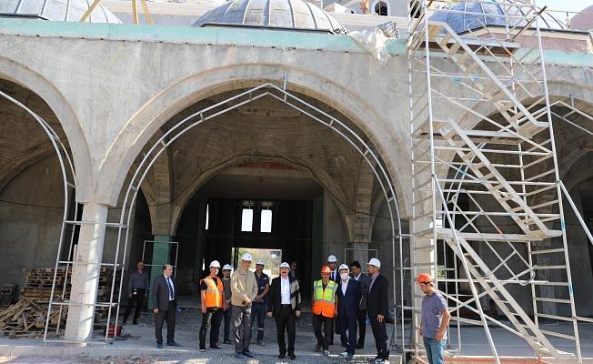 Vali Tavlı, 18 Mart İÇDAŞ Ulu Camii'nde incelemelerde bulundu