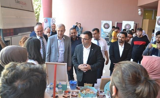 Başkan Erdoğan, Topluluk tanıtım stantlarını ziyaret etti