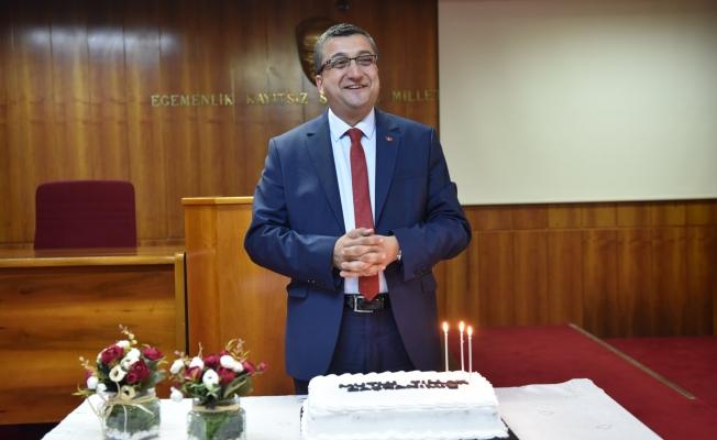 Başkan Öz'e Sürpriz Doğum Günü
