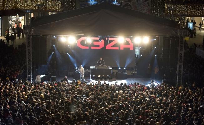 17 Burda AVM, Yeni Yılı Ceza Konseri İle Karşıladı