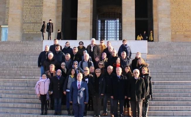 İzmir'de yaşayan Çanakkalelilerden Ata'ya ziyaret