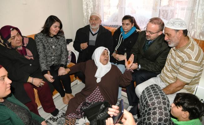 Turan, Umreden gelen vatandaşları ziyaret etti