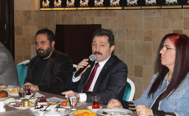 Vali Tavlı, Gazeteciler gününü kutladı