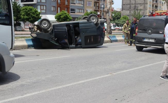 Troya Caddesinde araç takla attı
